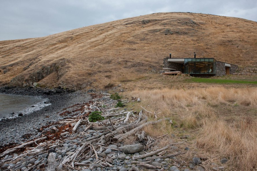 Seaside Retreat by Patterson Associates, remote cabin in New Zealand, honeymoon destination New Zealand, South Pacific cove architecture, turf-roofed architecture,