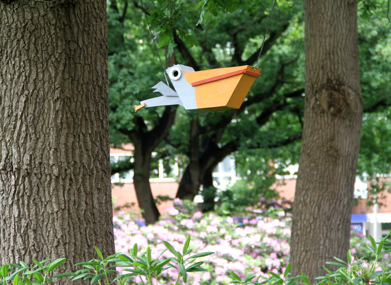 Fabulous Artist Creates Thousands Of Urban Birdhouses Out Of Recycled Download Free Architecture Designs Scobabritishbridgeorg
