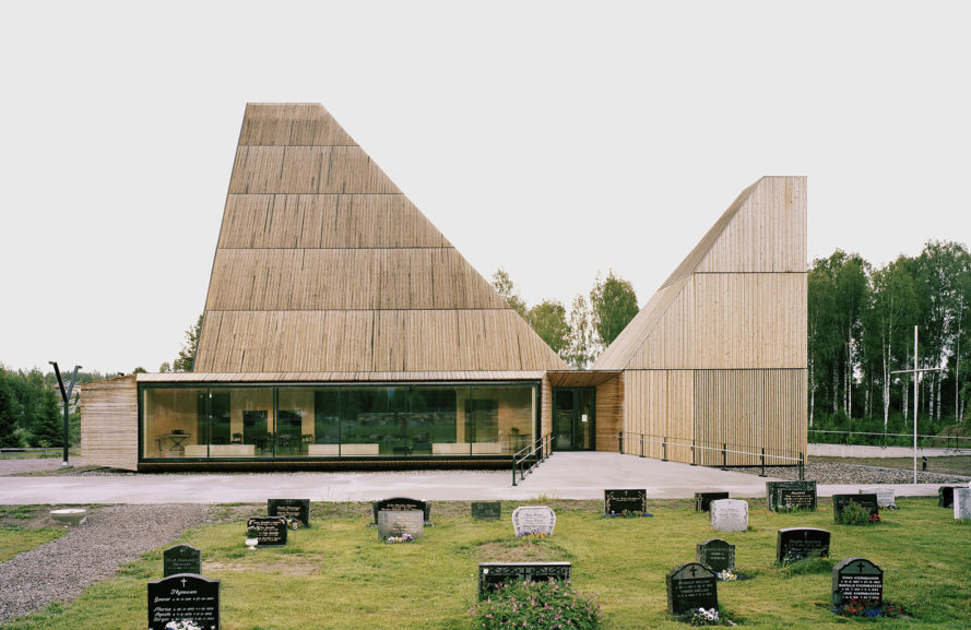 Våler church, wooden church, Norway, design competition, Espen Surnevik, green church, plywood, bay windows, green architecture, heart pine, wooden interior