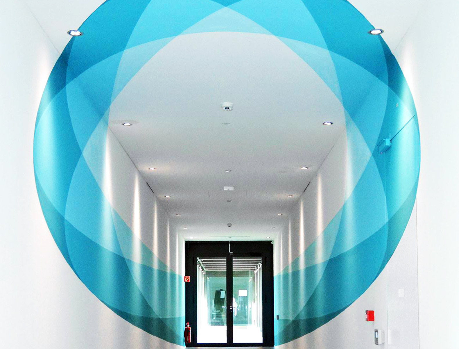 This mind-blowing hallway mural changes shape as you walk through it