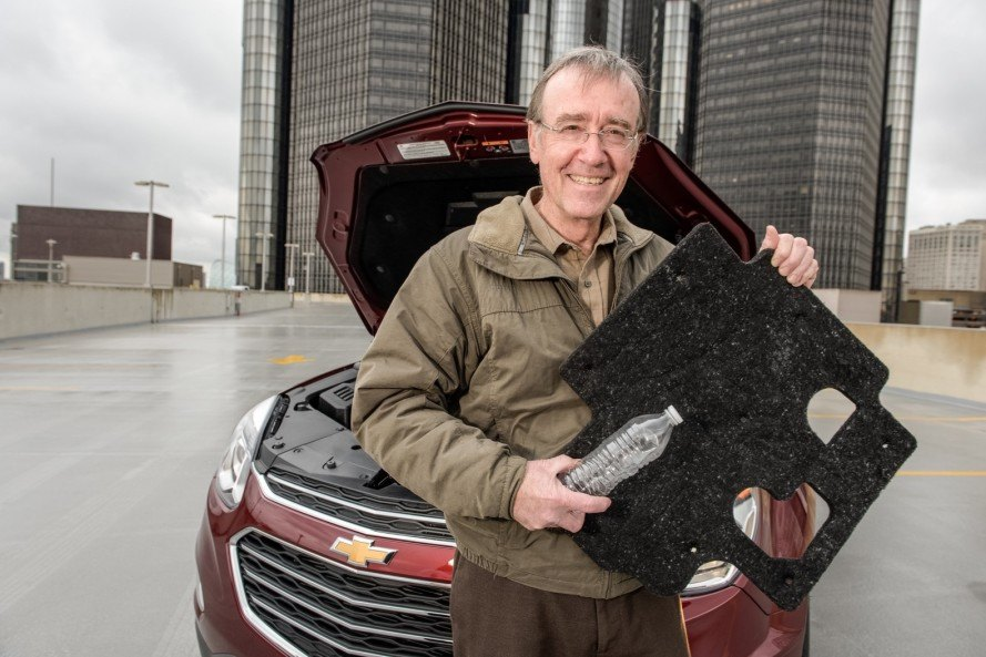 general motors, chevy, chevy equinox, water bottles, recycling, recycled water bottles, detroit, green car, green transportation, the empowerment plan