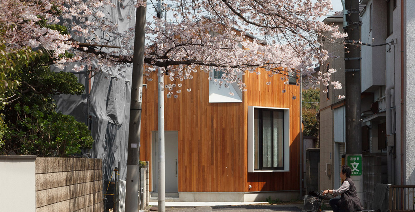 Cedar Wrapped House U In Tokyo Was Built Around The View Of A Local Cherry  Tree Nice Design