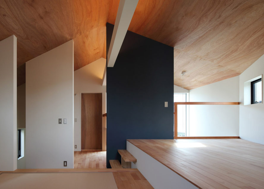 House U in Tokyo, Japanese architecture, Tokyo, red cedar, wooden cladding, cherry tree, Atelier Kukka, green architecture, open plan, natural materials, natural light