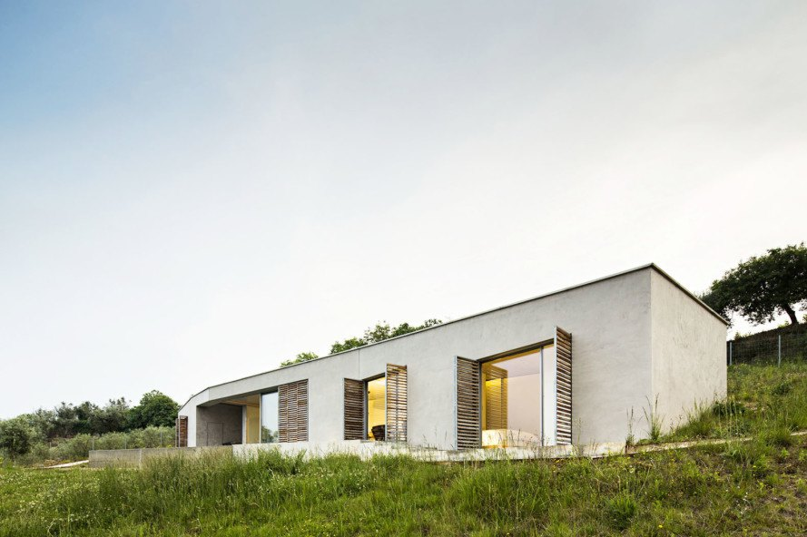 Gateria House, Portugal, vineyards, Camarim Arquitectos, swimming pool, soil thermal mass, stone house, green architecture, natural light