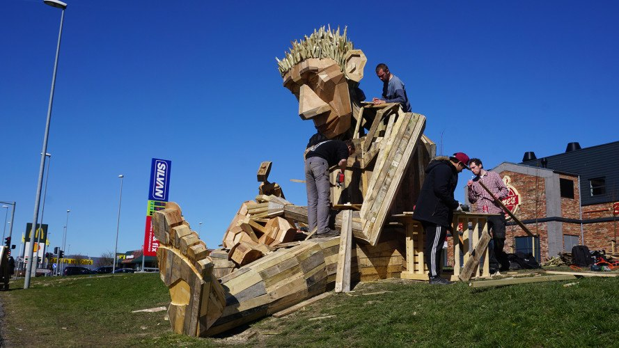 Thomas Dambo, Simon Selfmade, Simon and Anine, Anine, Denmark, sculpture, art, scrap wood, recycled wood, recycling, community