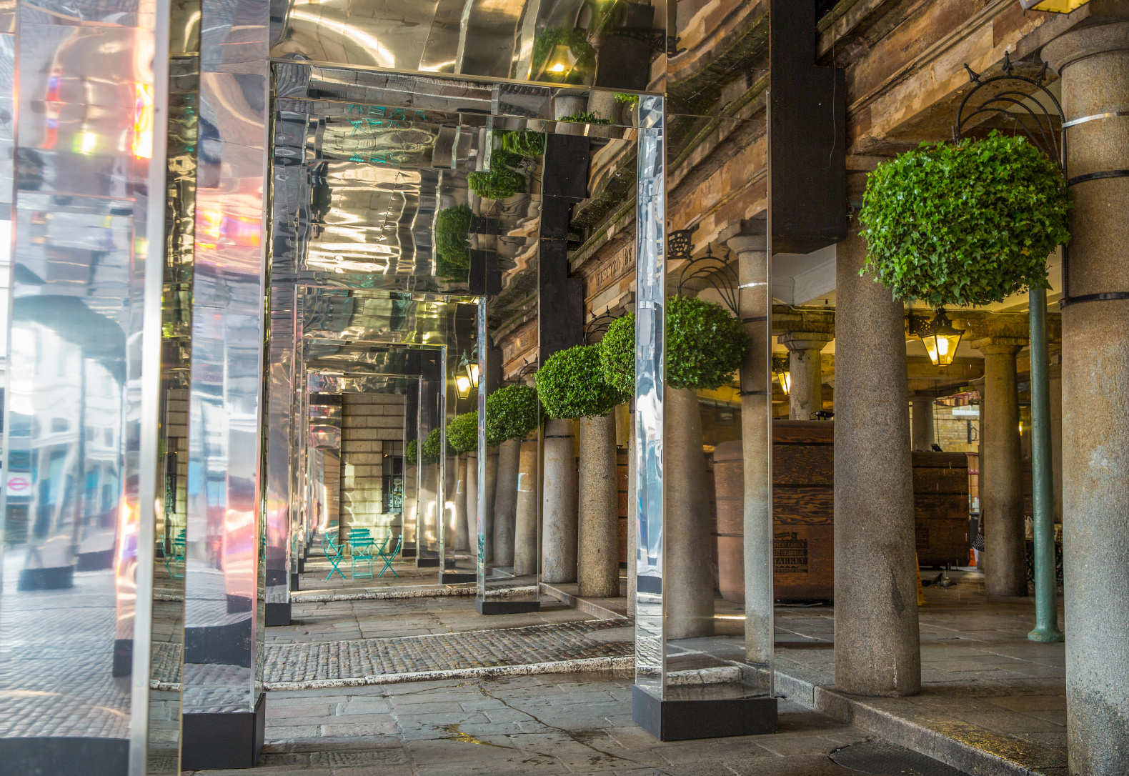 """Reflect London"" conceals Covent Garden construction with ..."