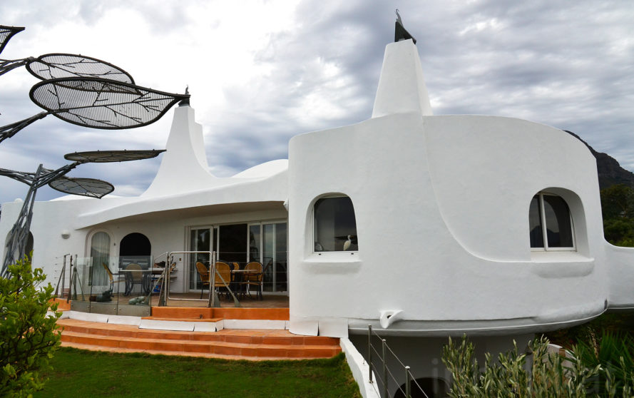 Galiläi, Raymond Alexander Architect, Rotating Homes, Dome Home, South Africa, Spanish Farm, Somerset Home, Harald Scheppig, rotating house in South Africa, sculptural dome house