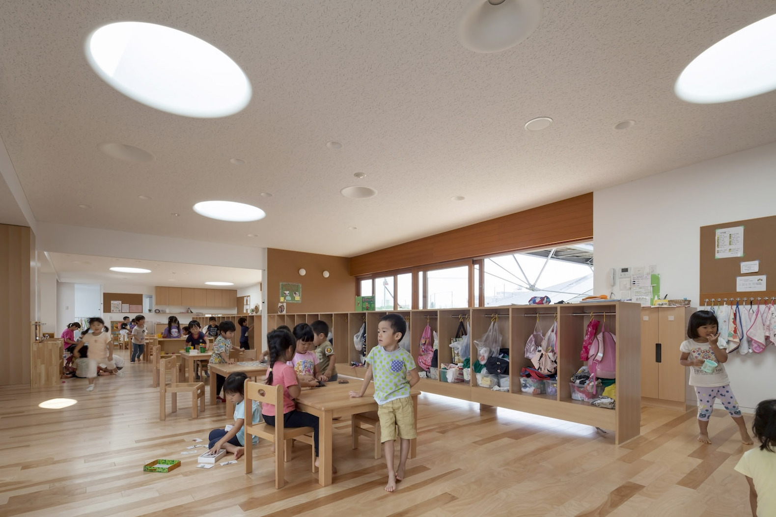 Greenery infused nursery school in japan brings children for Atelier 5 architecture