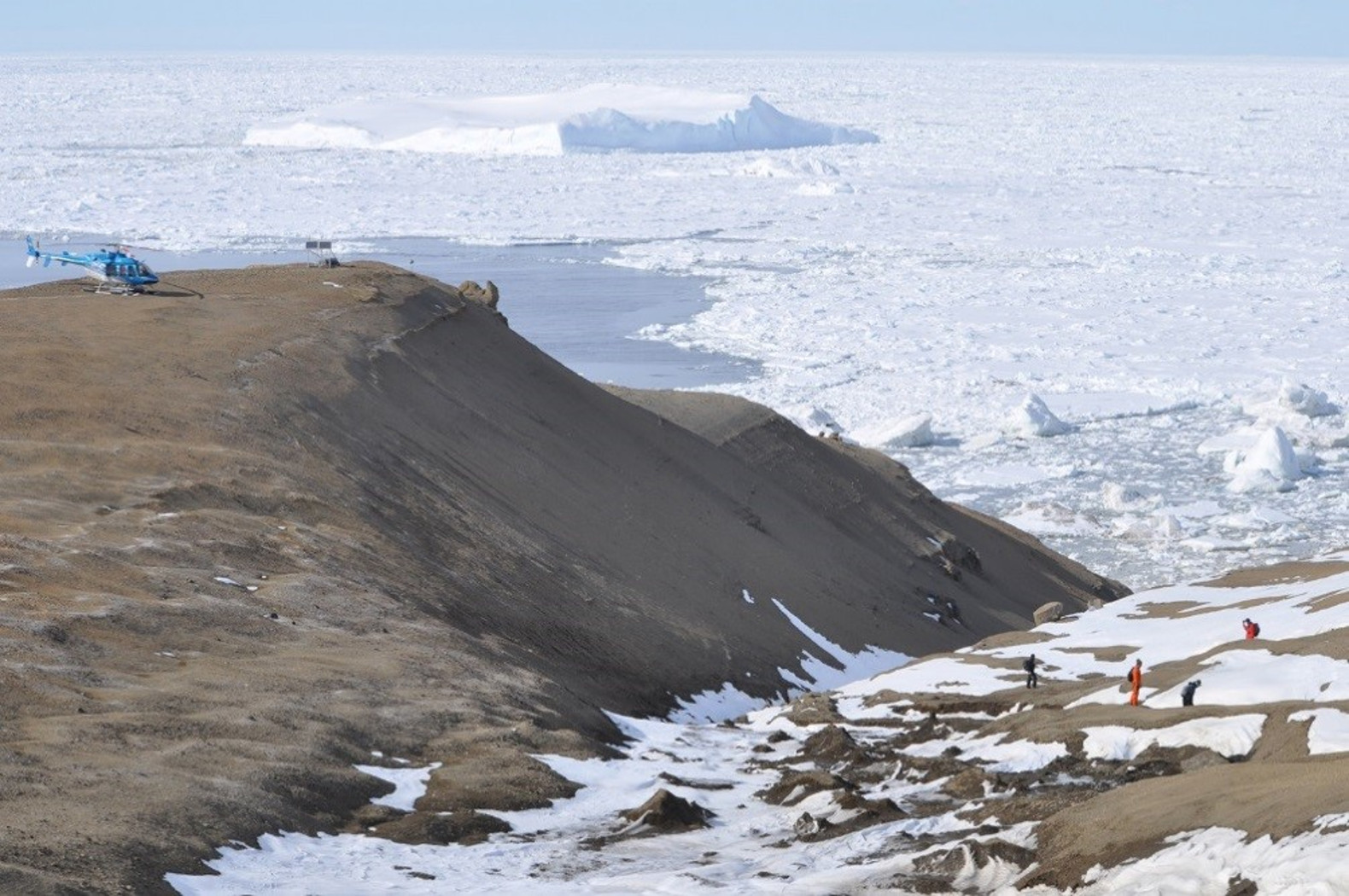 Antarctic fossil hunters hit a 71-million-year-old jackpot