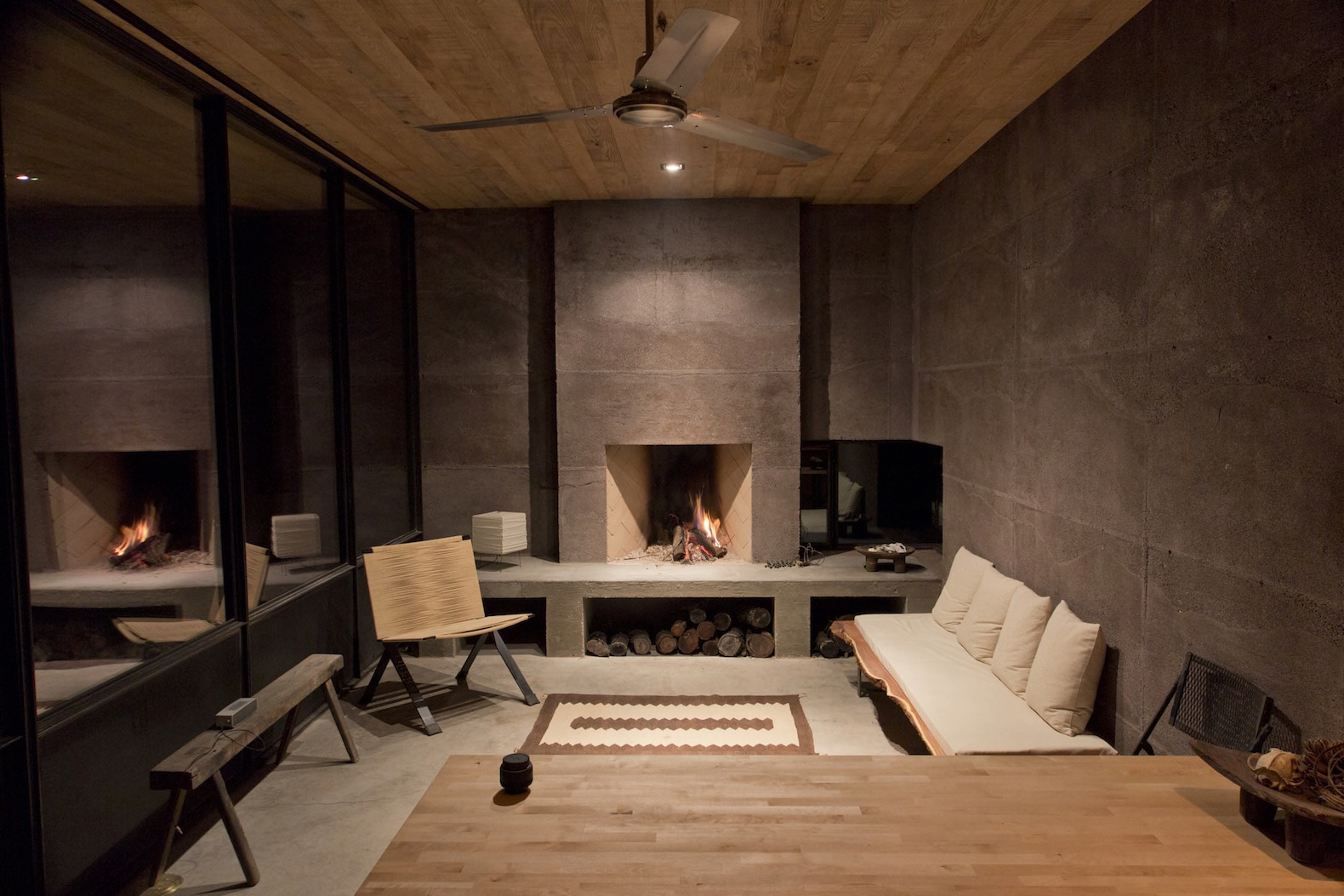 Off grid bunker like vacation retreat hides a surprisingly for Designer casa