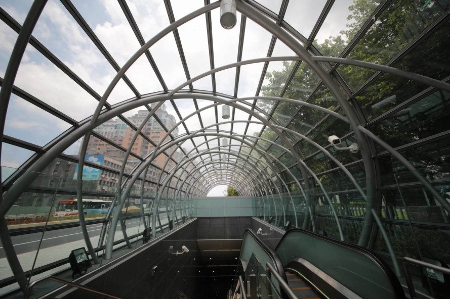 Dingpu Station by J.J. Pan & Partners, Dingpu Station design, carbon nanotubes architecture design, solar tubes in metro station, natural light in metro station, metro station design, metro station design in Taipei