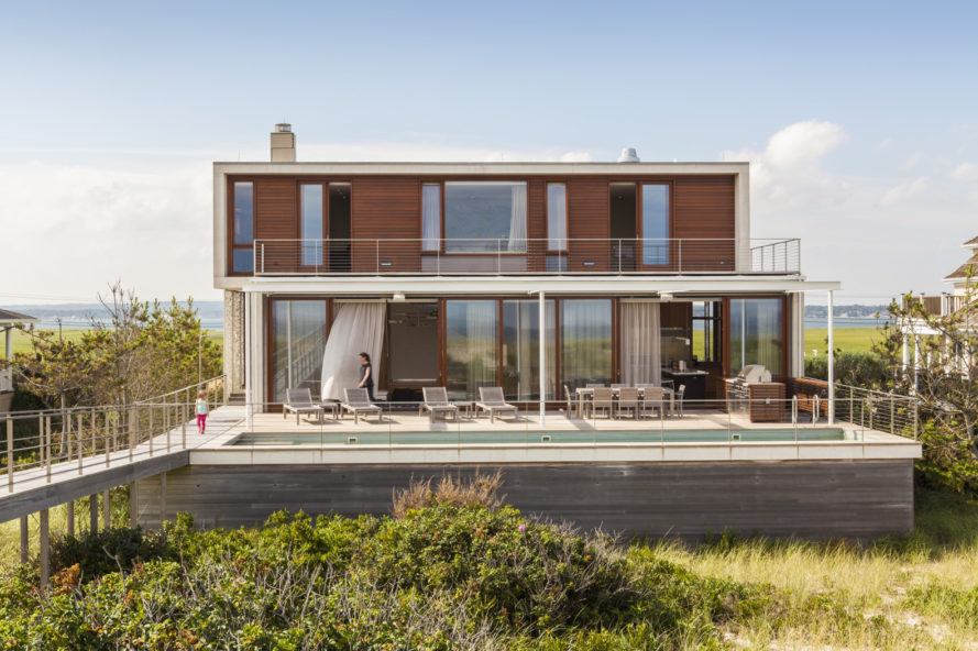 7 impressive homes built to resist natural disasters for Hampton beach house designs