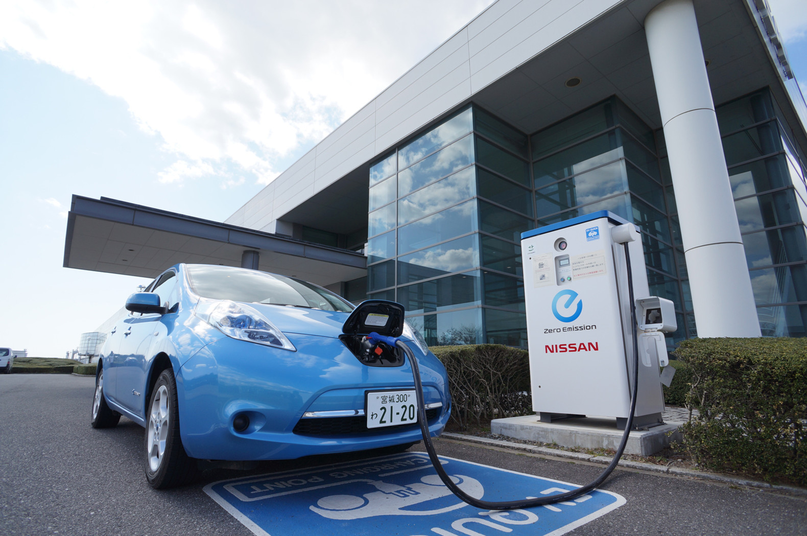 japan has more electric vehicle chargers than gas stations