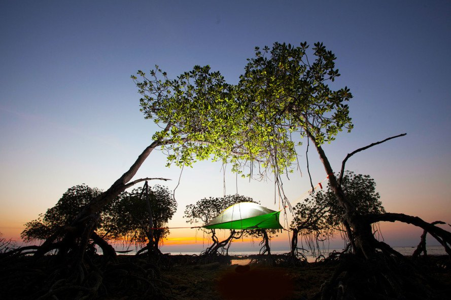 Tentsile Tentsile Stingray tent hanging tent stingray tent elevated tent tree & Tentsileu0027s hanging Stingray tent is a treehouse you can take ...