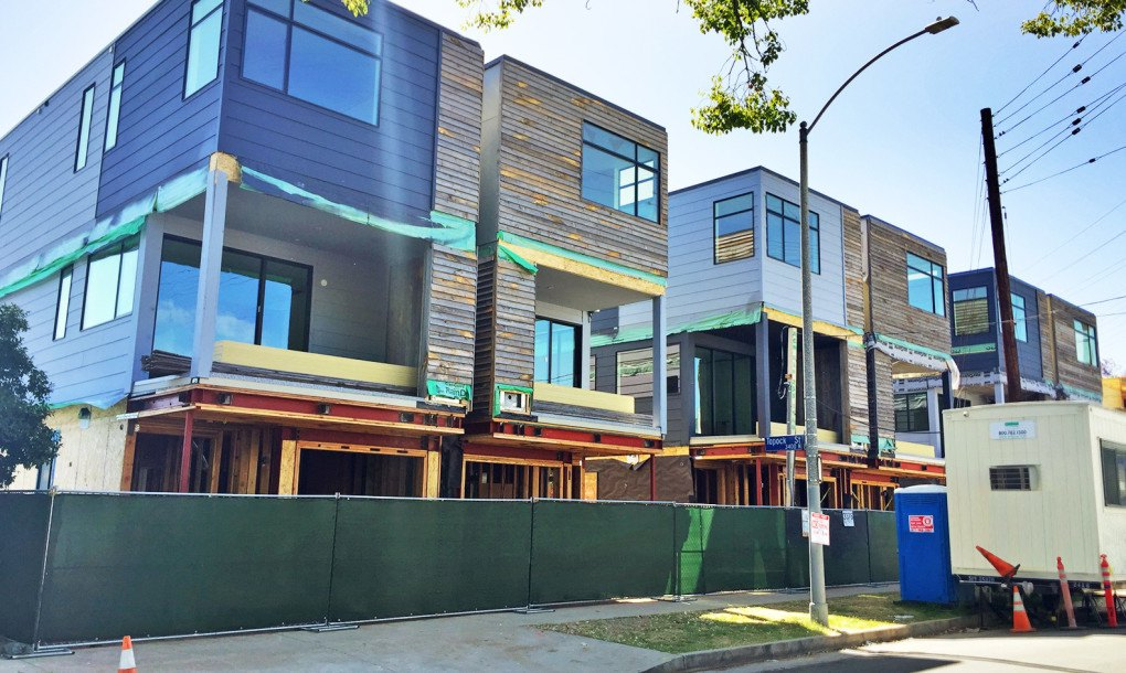 Solar Powered Homes In Los Angeles Are Assembled In Just