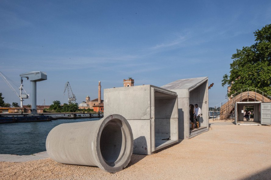 Samuel Gonçalves, Samuel Goncalves, modular housing, concrete sewer pipes, repurposed sewer pipes, concrete modular housing, Venice Architecture Biennale 2016, housing, resilient home design, resilient buildings, concrete