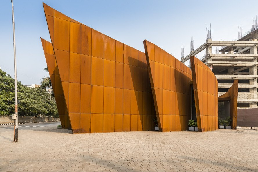 The Crescent by Sanjay Puri Architects, solar savvy architecture, curvaceous Corten Steel building, Corten Steel architecture, Corten steel office building, office design in India,
