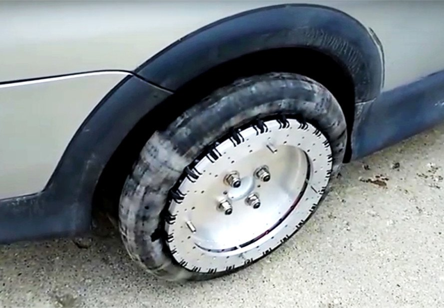 car technology, omnidirectional wheels, omnidirectional tires, 360-degree tires, cars that turn 360 degrees, William Liddiard, toyota echo, canadian inventor, car modifications, after market car accessories
