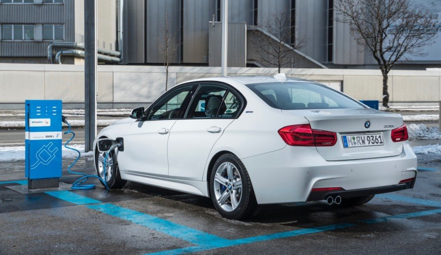BMW, BMW 3 Series, electric 3 Series, BMW electric car, BMW i3, BMW i8, Tesla, Tesla Model 3, electric car, electric motor, green car, green transportation , lithium-ion battery