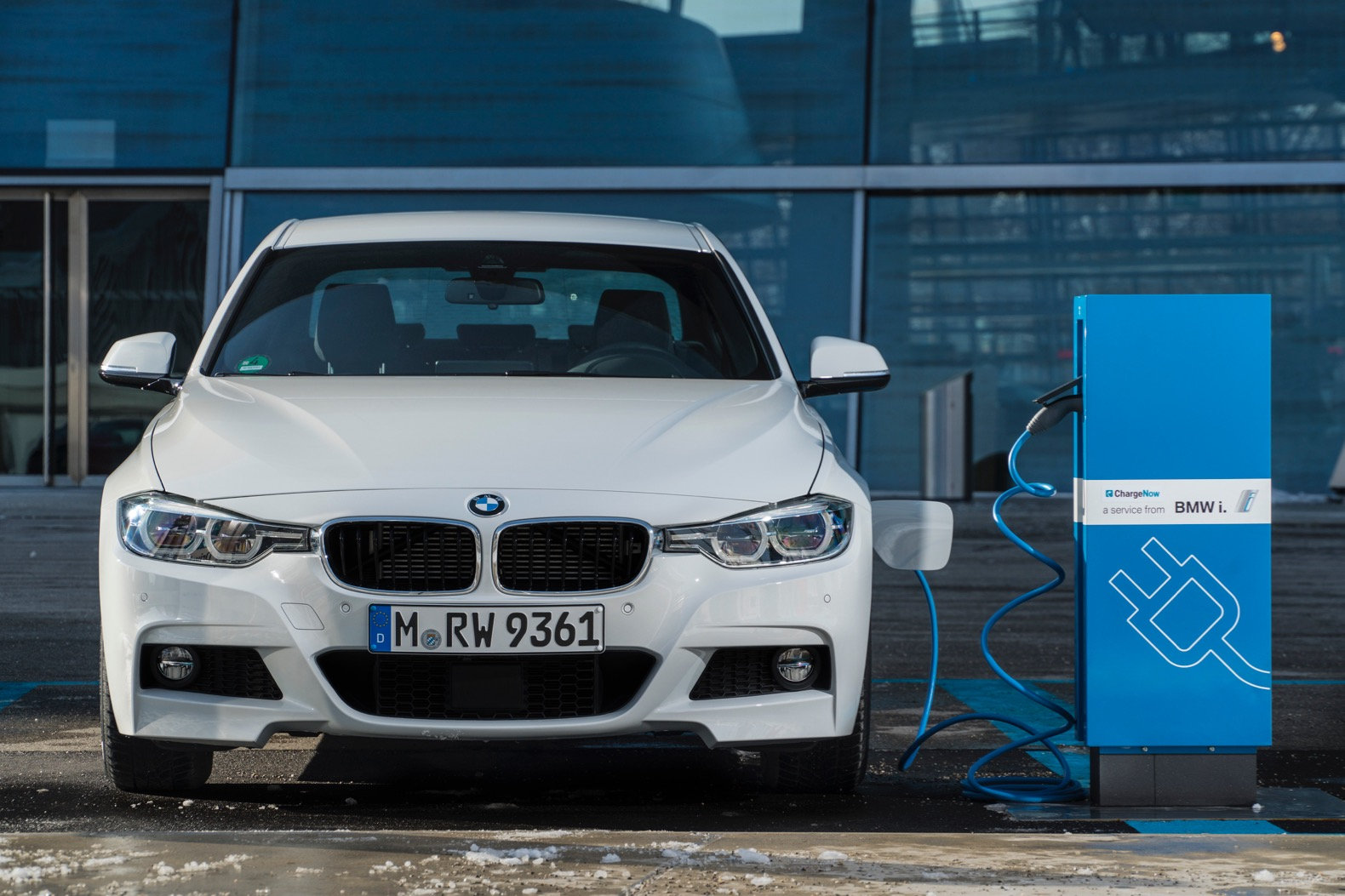 BMW To Rival The Tesla Model 3 With An All Electric 3 Series