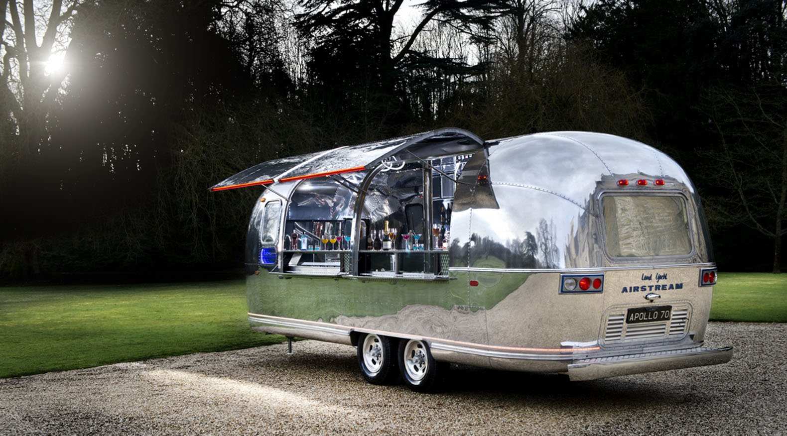 apollo 70 airstream trailer renovated as an amazing green. Black Bedroom Furniture Sets. Home Design Ideas