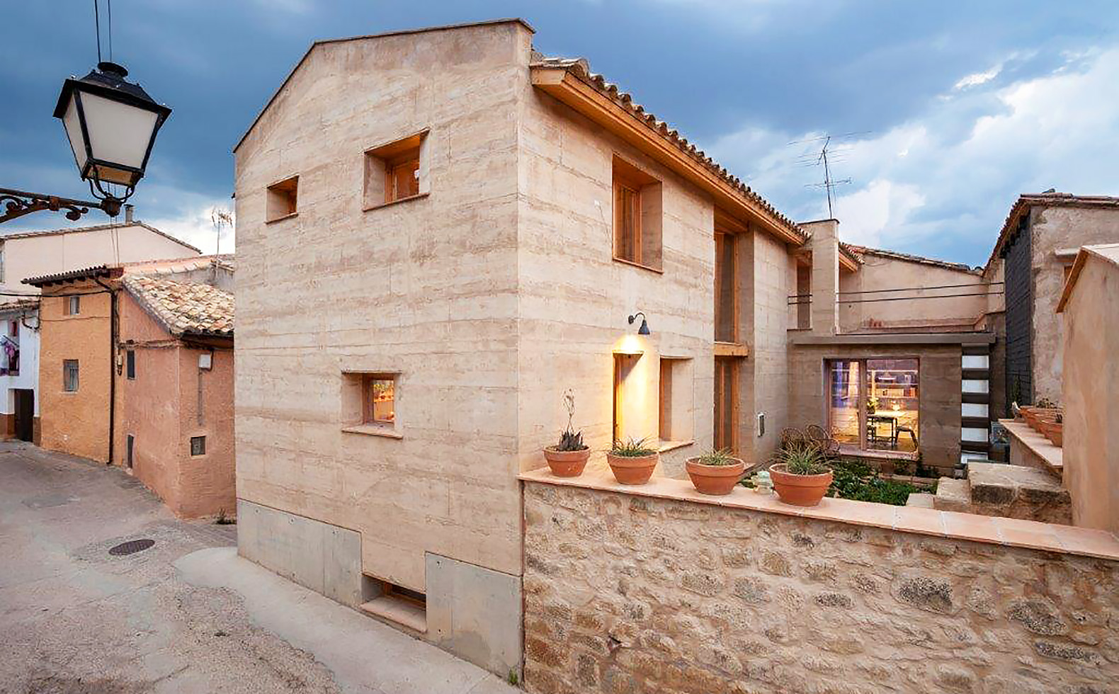 Award-winning rammed earth home in Spain halves normal CO2 emissions