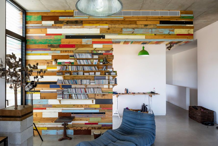 Brahma-Architects, recycled wooden wall, LAHO House, Hofit, Israel, stucco walls, concrete floors,