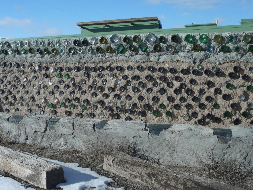 earthship, earthship wall, earthship bottles