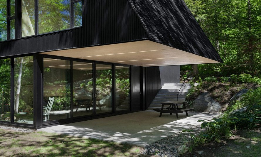 FAHOUSE, Jean Verville architecte, Canada, pitched roof house, green architecture, cantilever, covered terrace, promenade, pitched roof, black facade