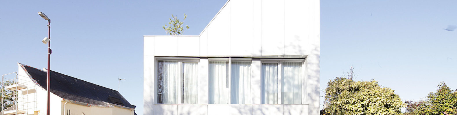 Beautiful prefab home is built from repurposed shipping containers ...