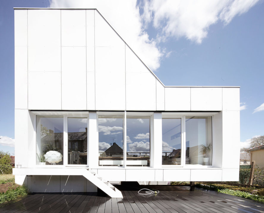 Flying Box House by 2A Design, shipping container house, French cargotecture, B3 Ecodesign cargotecture, repurposed shipping containers