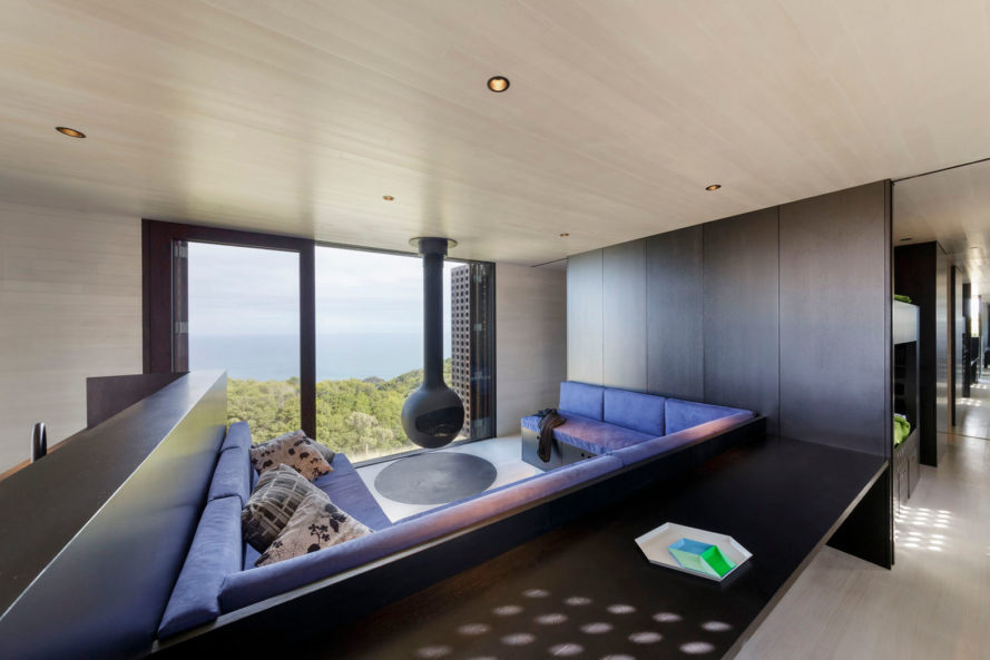 Jackson Clements Burrows, australia, moonlight cabin, beach cabin, cliff cabin, cliff house, sustainable wood, louvred shutters, cross-ventilation