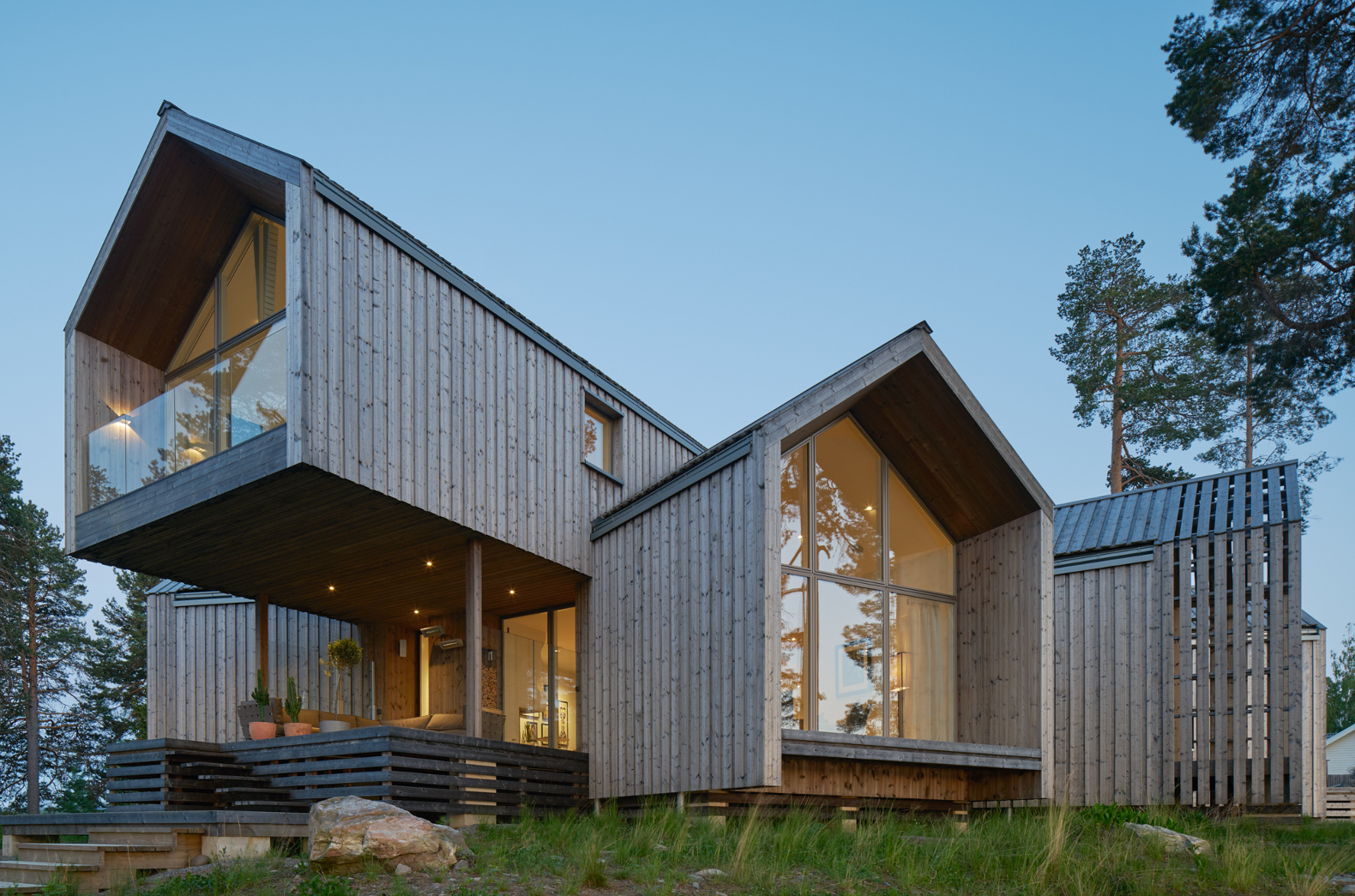 swedish juniper house mirrors its surroundings with a clever vinyl