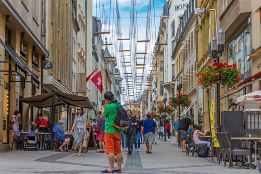 luxembourg, public art, outdoor art, swings, art installation, Max Mertens, Rue Philippe II, Avenue de la Porte-Neuve, city center, art exhibit
