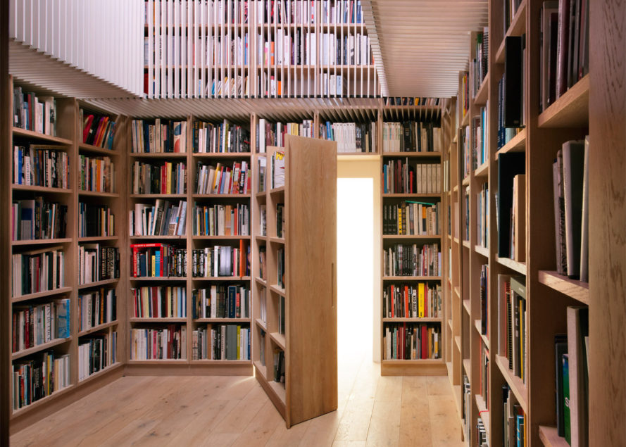 Albion Barn by Studio Seilern Architects, hidden library in barn, Albion Barn in Oxfordshire, farmhouse with library, hidden library design