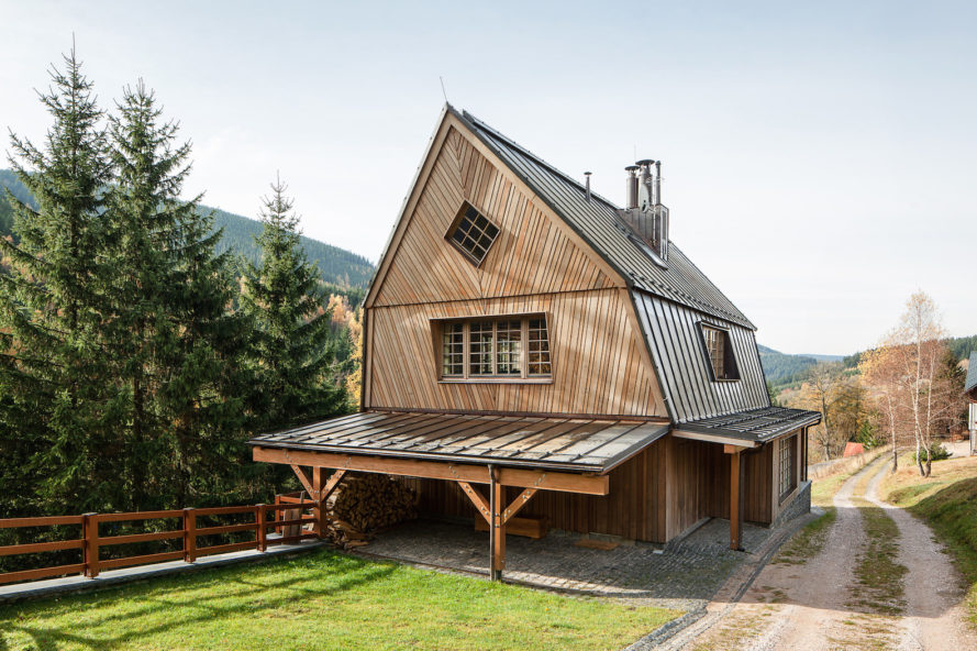Chalet Saint Peter by Znameni Ctyr Architekti, mountain chalets in Czech Republic, Krkonoše Mountains National Park holiday home, mountain chalet holiday home,
