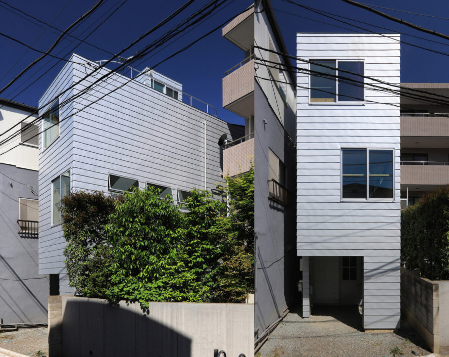 Honmachi Residence by Atelier HAKO Architects, skinny house by Atelier HAKO Architects, skinny architecture in Tokyo, skinny buildings in Japan,