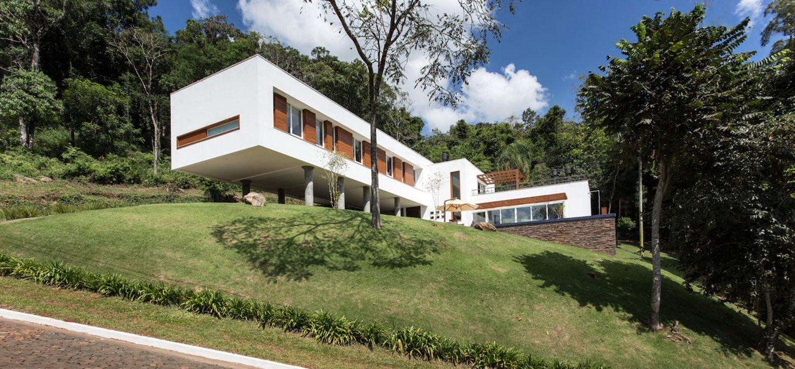 Ecocentric Cantilevered Home Was Designed To Conform To The Sloping  Brazilian Landscape