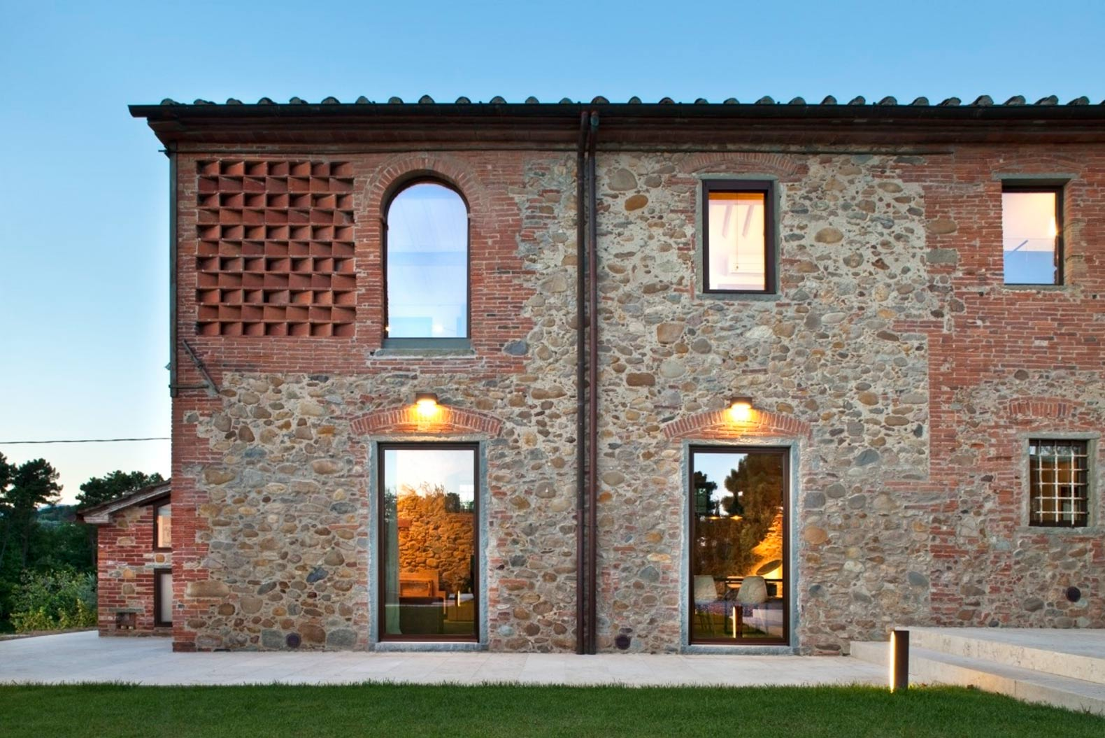 Beautiful 19th Century Tuscan Farmhouse Renovated With Hollow Terra Cotta Bricks