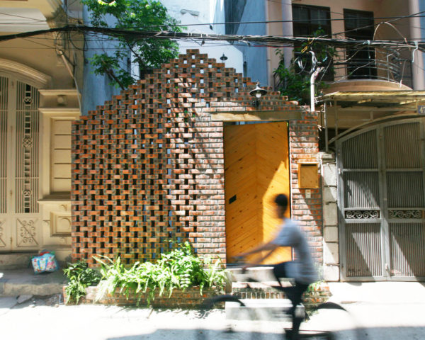 Maison T, Nghia-Architect, Hanoi, perforated brick, flexible spaces, garden space, flexible layout, green architecture, small houses
