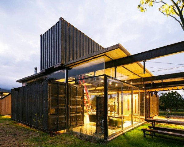 Shipping container home in Ecuador dismantles like a clock for easy
