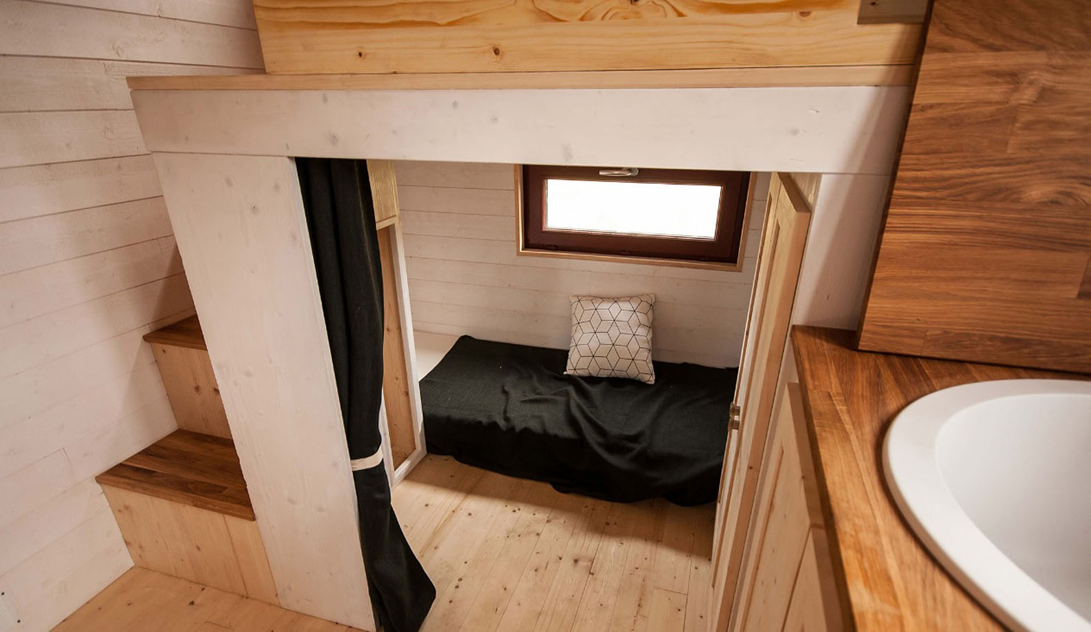 Tiny House Mobile tiny house pocketshelter2 Tiny House Baluchon Odysse House House On Wheels Tiny House Mobile Home