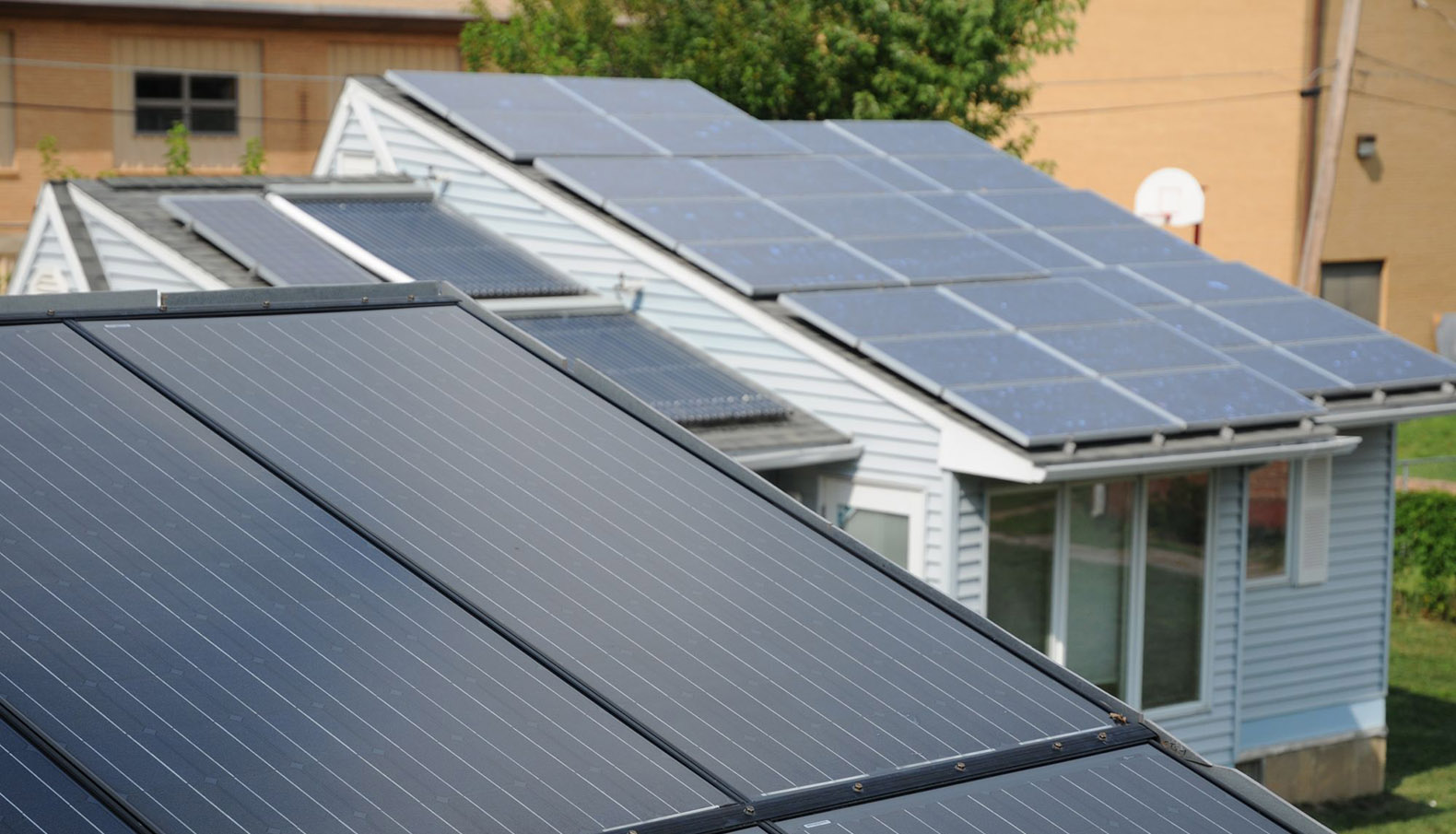 Solarcity Solar Panels >> Elon Musk Is Developing A Roof Made Entirely Out Of Solar Panels