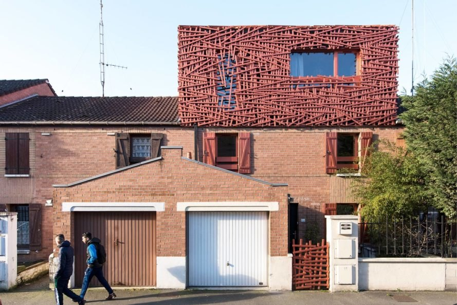 D'Houndt + Bajart architects, nest-like home extension, House extension AB, Castor House, Lille, France, Filter natural light, wooden battens structure, archetypal house,