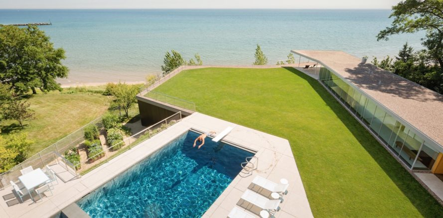House to the Beach by Gluck+, geothermal energy house in Chicago, West Coast architecture in the midwest, Chicago lakeside house, modern minimalist architecture in Chicago, energy efficient architecture by Gluck+