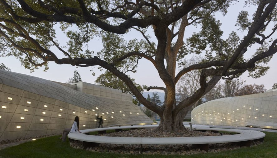 Kaplan Family Pavilion, City of Hope, research and treatment center, outdoor garden, LEED Platinum certification, pavilion, Belzberg Architects, medical center, green architecture, LEDs, LED lighting, concrete walls, drought-tolerant plant species
