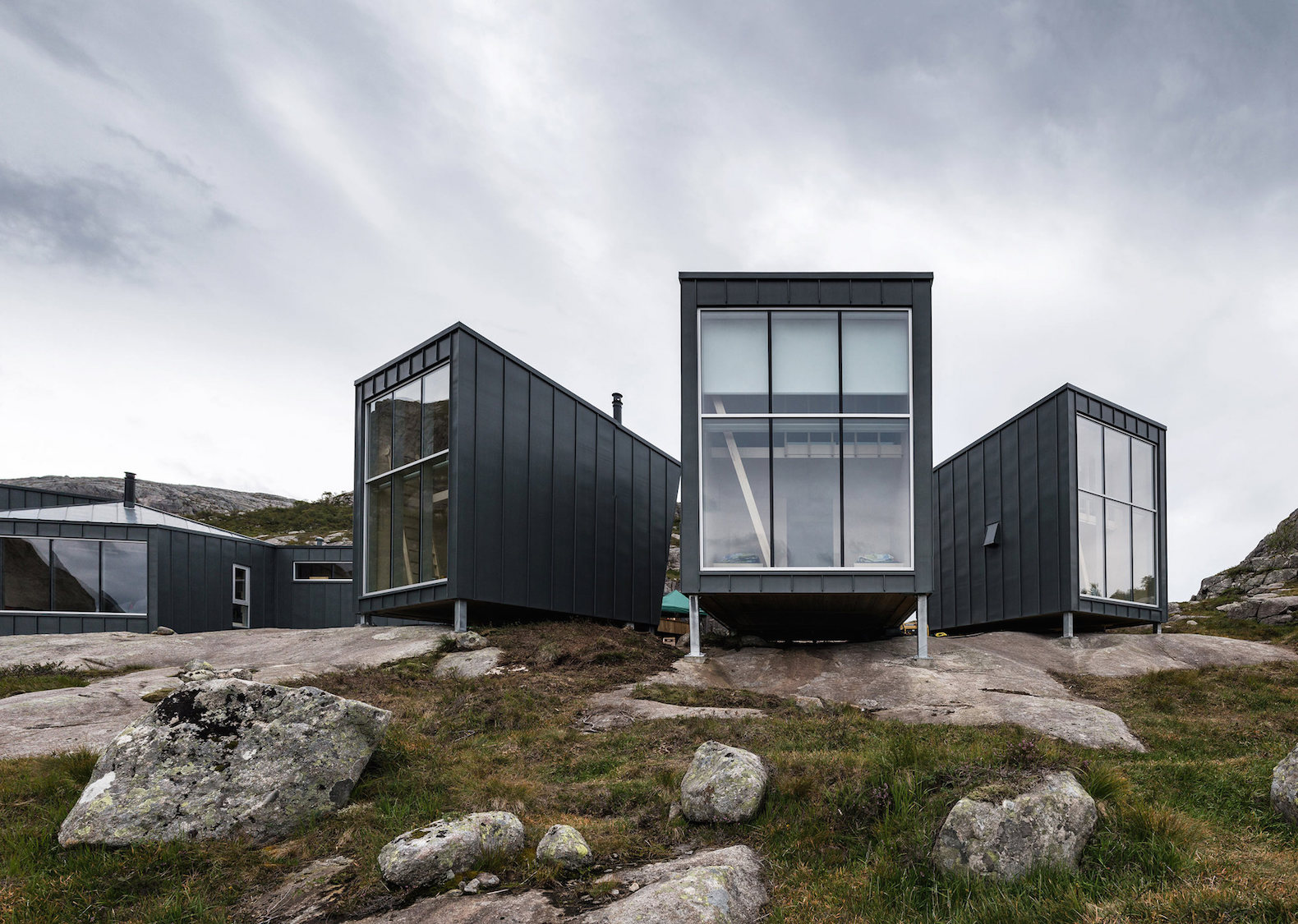 Building off grid homes - Rugged Eco Friendly Cabins Offer Off Grid Lodging In Norway S Wilderness