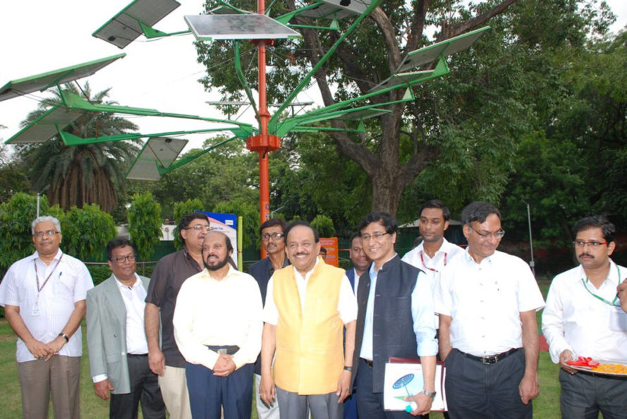 india, new delhi, solar power tree, csir, Central Mechanical Engineering Research Institute, a constituent laboratory of Council of Scientific and Industrial Research, solar power tree, dr harsh vardhan