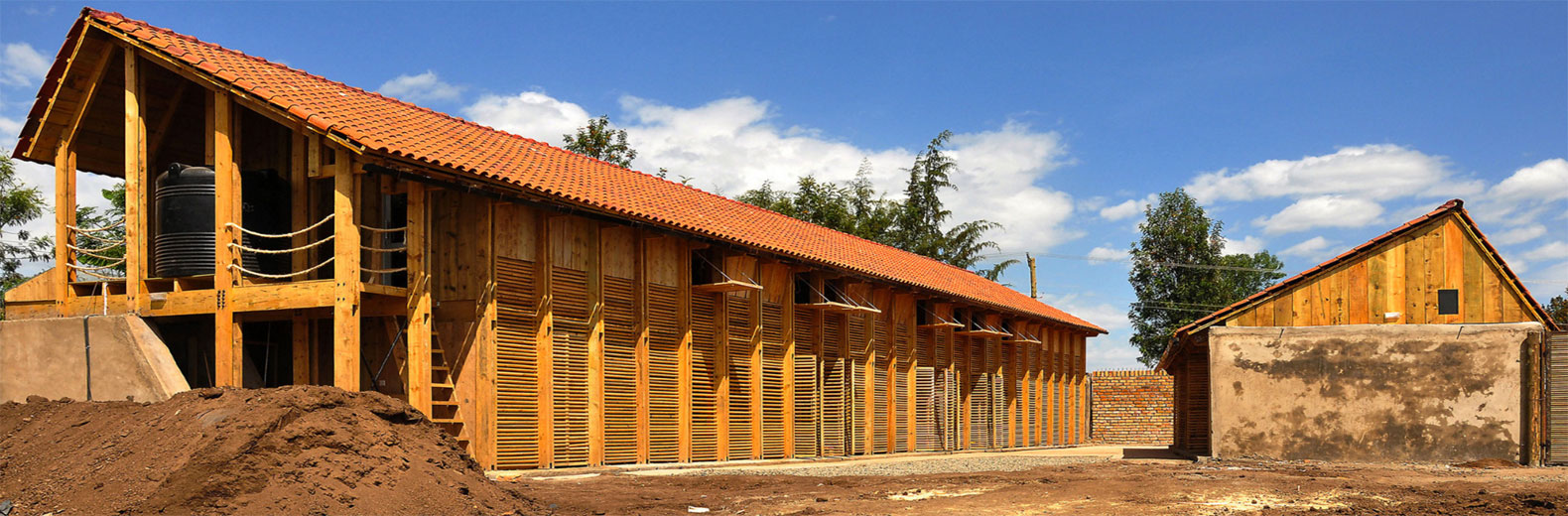 Rammed earth inhabitat green design innovation for Cost to build adobe home