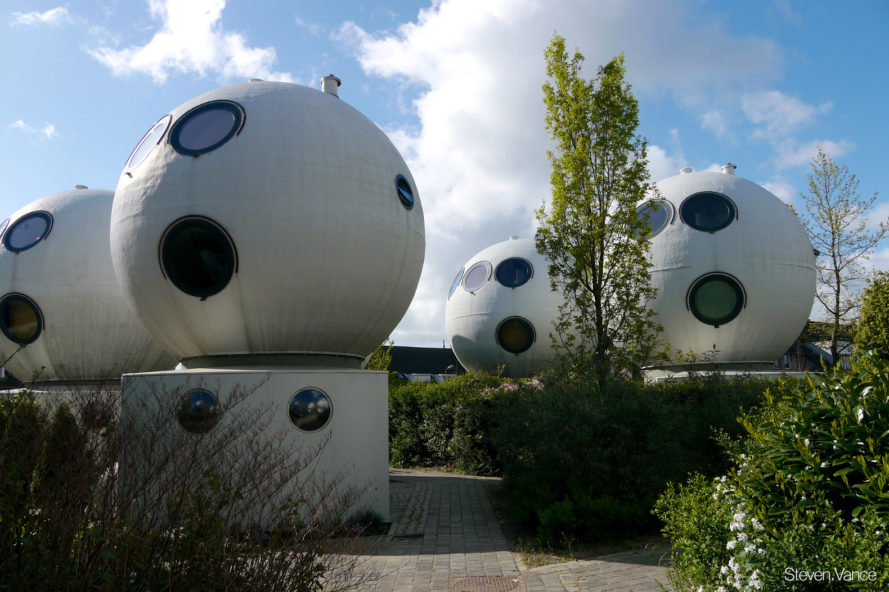 Bolwoningen, Dries Kreijkamp, netherlands, dutch architecture, spherical homes, globe homes, spherical apartments, bulb homes, 's-Hertogenbosch, Den Bosch, Maaspoort